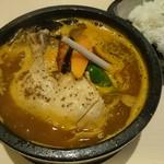 スープカリー 仙堂 - やわらかチキンの定番スープカリー(980円)