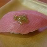 魚べい - 本鮪中トロ 220円