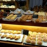 カフェ&ミール ムジ - おいしそうなパンも並んでました。