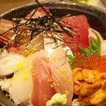 丸萬亭 - 飛び込み客!!人気NO1の海鮮丼