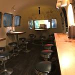 大澤麺工房 一葵 - アメリカのキャンピングカーを改装した内装!