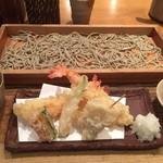 64110984 - 板蕎麦と天ぷら。