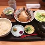 魚菜屋 なかむら - 「煮魚定食(あら炊き)」(900円)