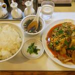 らーめんはうす - 料理写真:「豚肉のキムチ炒め」(950円)と「ライス大盛り」(200円)