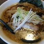 とんずら - マー油とん黒(中麺)