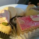 64115451 - 桜のケーキ、焼き菓子いろいろ♪