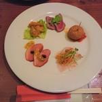 欧風食堂 Tout Va Bien - オードブル5種盛(大皿ではなくこのプレートが銘々に配膳されます)