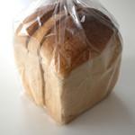 コウブツ - いちご食パン