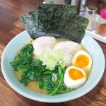 麺工房 武 - 味玉横浜ラーメン(790円)+ほうれん草増量(150円)