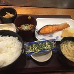 やえす初藤 - 焼鮭定食570円に納豆