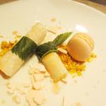 Cinq Sens - 桜風味のアイスとマカロン