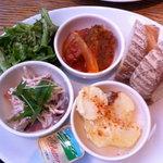 6413354 - デリランチ:石釜パン、ごぼうサラダ、煮込みハンバーグ、じゃがいもグラタン