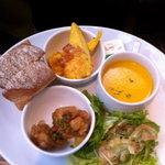 6413355 - デリランチ:石釜パン、スパニッシュオムレツ、鶏の甘辛揚げ、かぼちゃスープ