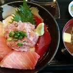 まぐろ屋 明神丸 - 料理写真:特選マグロ丼¥1600
