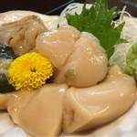 魚志 - ホタテ刺し・大(¥1000)