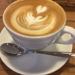 トットリ コーヒー ロースター - カフェラテ