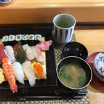 菊寿司 - にぎり大盛りランチ お椀と茶碗蒸し