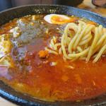 大名ちんちん - プラスの美学と快楽が融合したスープにからむ中太麺。