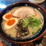 万々 - 博多らーめん650円煮たまご100円