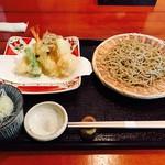 64137302 - ランチメニューから「弥生せっと」1600円  ★二八そば+旬の天ぷら盛り合わせ