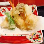 64137303 - 旬の天ぷら ★海老2尾、舞茸、ナス、玉ねぎ、シシトウ、ホタテの貝柱