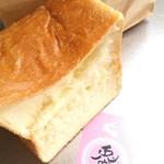 64137377 - ロイヤル食パン半斤。
