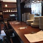 ラ・ブシュリー・近江 - 1階:カ4席と惣菜売場
