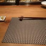 小田原おでん本店 - 薬味、カウンター席