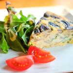 64141364 - 椎茸、舞茸、ホウレン草、フェターチーズのフリッタータ