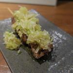 やきとん ざぶ - お任せ 串焼き6本盛合せ:ねぎレバ、特上タン、ハツねぎ、博多青葱ロール巻き、テッポウ、ハラミ1