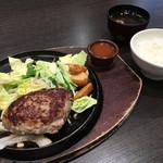 にっくい亭 - オリジナルハンバーグ Mサイズ + 味噌汁セット 1037円