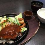 にっくい亭 - ハンバーグ Mサイズ(デミグラスソース) + 味噌汁セット 1037円