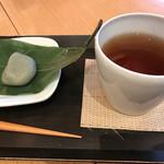 64146324 - 生麩まんじゅうとお茶