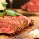 熟成肉×Bistro OGINO - 群馬県産「赤城牛」の60日間ドライエイジングした逸品です。 熟成により、旨味と甘味、柔らかさが段違いの「赤身肉」です。