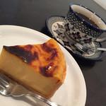 64147524 - チーズケーキ&コーヒー