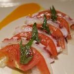 64150166 - 蛸とトマトのカルパッチョ400円:マンゴーソースとアンチョビソースで