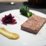 ルディック - 天然イノシシのテリーヌ 赤いエチュベと春野菜