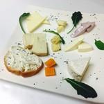 ロージア - 3/19 本日のオススメ 9種のチーズ盛り合わせ
