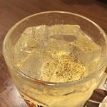塩ホルモン 肉の寅屋 - 胡椒入りのジンと肉(ジントニック)