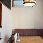 エゾリス珈琲店 - ランプシェードとメニュー表がお揃いの生地でした。