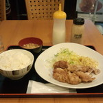 東京厨房 - 油淋鶏定食(810円)
