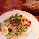 オステリア ボッカーノ - 彩良いサラダは葉野菜&根菜がゴロゴロ!メイン並みのボリューム♡