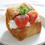 サンテカフェ - イチゴのシフォンケーキ