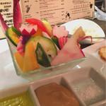64165435 - 色んな野菜をバーニャカウダソース、オリーブオイル、岩塩で。村塾さん野菜もこだわりがあって好きです(o^^o)