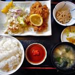 たつみ食堂 - 料理写真:とりから揚定食(ご飯大盛り)
