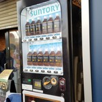 ラーメン二郎 - 黒烏龍茶の自販機、結構売れてました