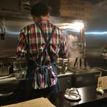 鶏そば・ラーメン Tonari - マスターの背中