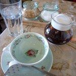 ザオー - 紅茶は茶葉入りのポットサービス