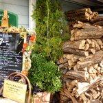 ザオー - 薪窯用の薪の山