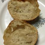 星パン屋 - 地球パン(塩バターパン)の断面